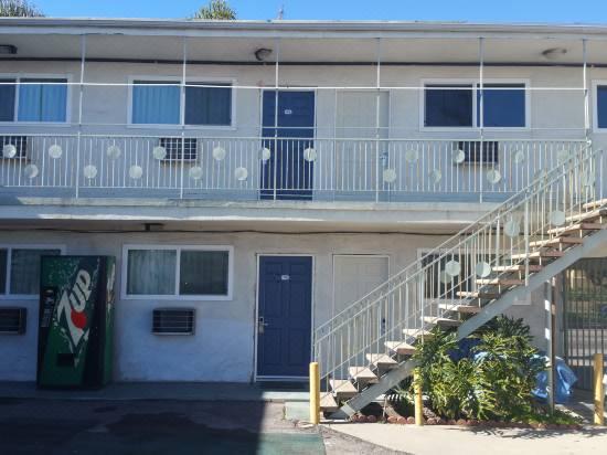 A Cheap Motels in Los Angeles: Comet Motel